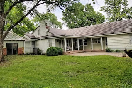 Full House, 3 Bdrm, Weekend Get Away in Garnett KS