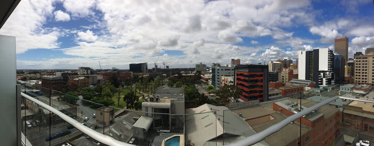 Stunning CBD Studio Apartment With a View - Adelaide