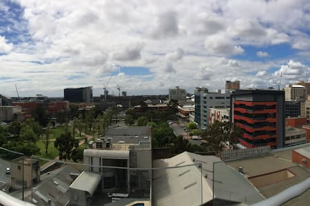 Stunning CBD Studio Apartment With a View - Adelaide - Apartmen