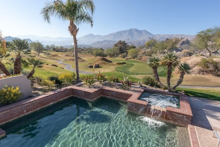 Clean, Safe, Saltwater Pool, and Mountain Views!