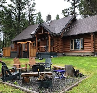 Private retreat - hand crafted Log home on 2 acres