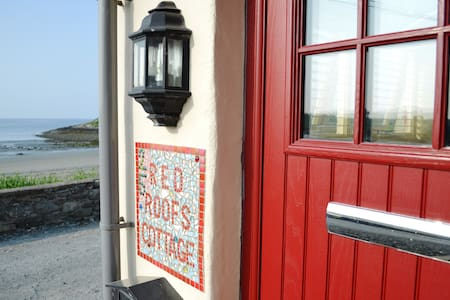Red Roofs Cottage On The Beach - Ardglass