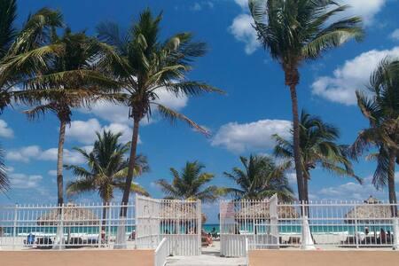The nice studio on the beach-2 - Sunny Isles Beach - Apartment