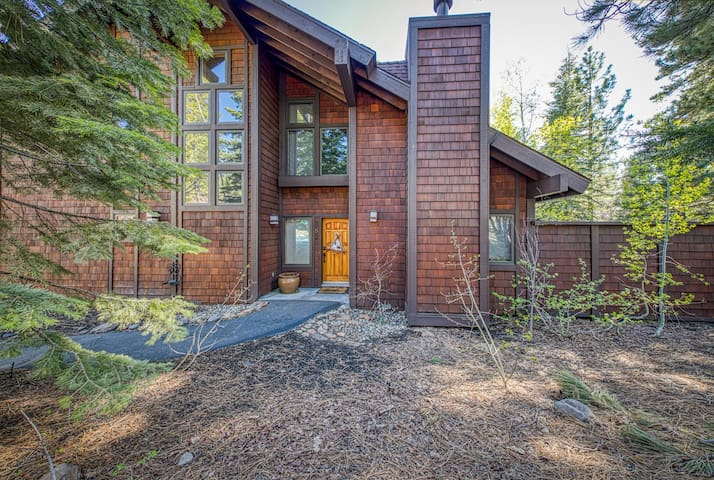 Rustic home w/ fireplace, chiminea, & access to a shared pool, hot tub & tennis
