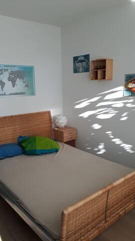 Zimmer mit Sonnenbalkon