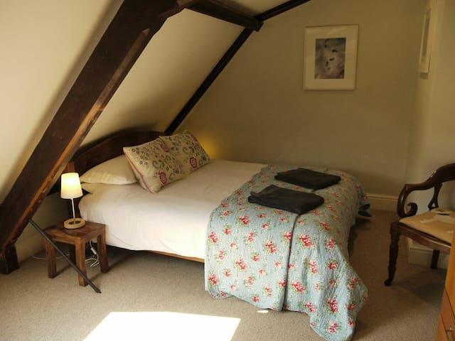 Bedroom 2, king size.