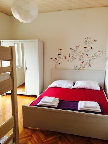 Novalja guest house - pink room
