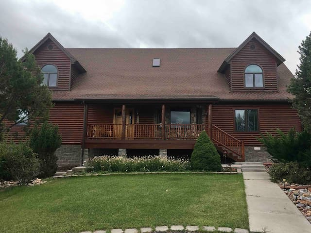 Large Cabin in the White Mountains --- Sleeps 10