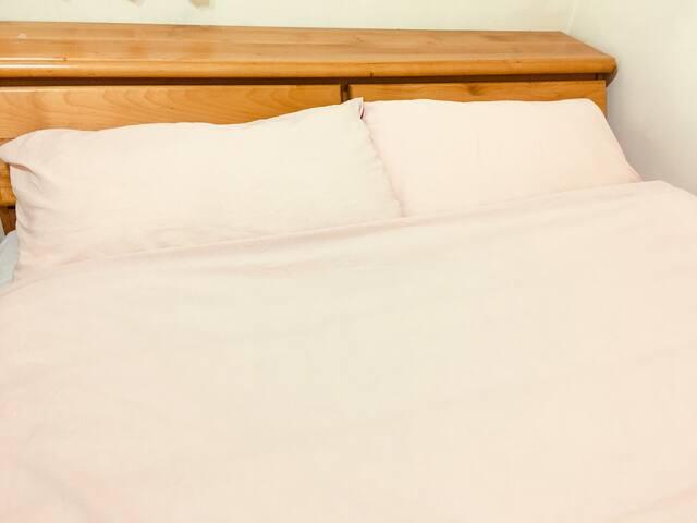 走路8分鐘至捷運站的雙人雅房 A | A clean double bedroom