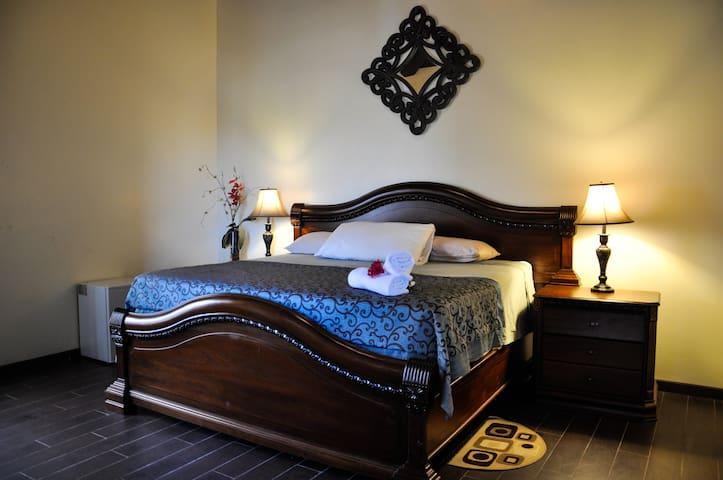 Hermosa suite con vista al lago