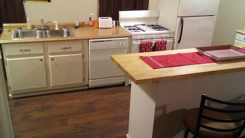 Studio Apartment Hunters Special Washer Dryer
