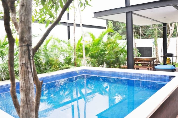 Full house on 2 floors.Private pool,close to beach