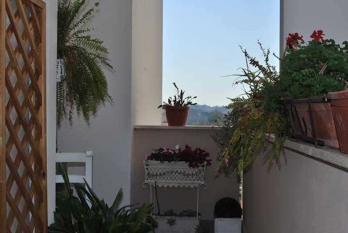 Nel quartiere verde di Roma a due passi dal mare! - Roma - House
