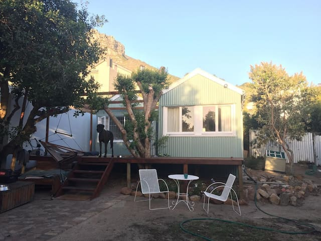 The Shack beach cottage - 10 seconds walk to beach - Kaapstad - Zomerhuis/Cottage