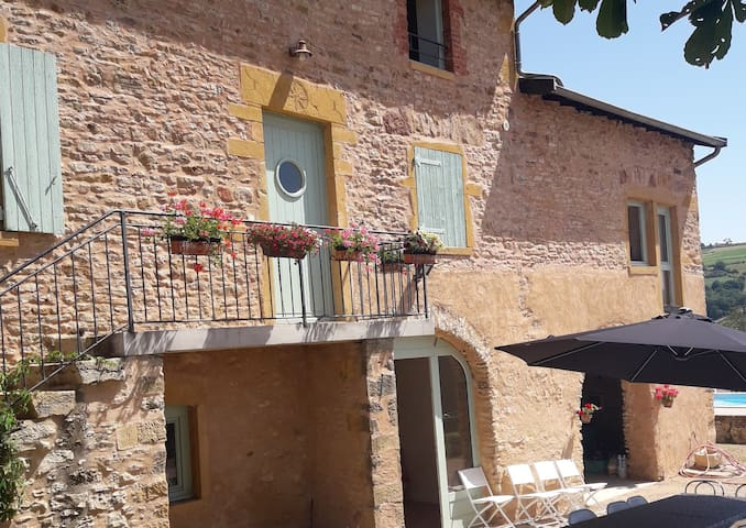 1 ROOM IN THE HEART OF BEAUJOLAIS