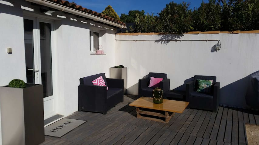 Studio + terrace  20 m² between Aix et Marseille