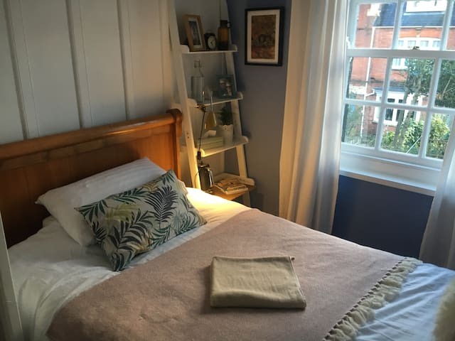 Single room, Georgian cottage, Exeter city centre