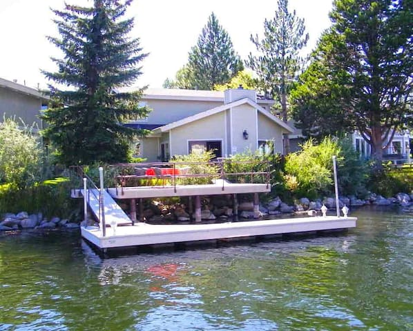 Waterfront, Hot Tub, Dock and More! - South Lake Tahoe - Haus