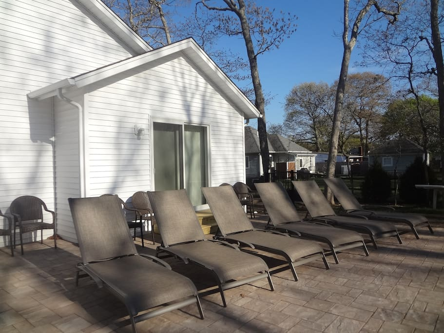 Plenty of comfortable chairs for lounging