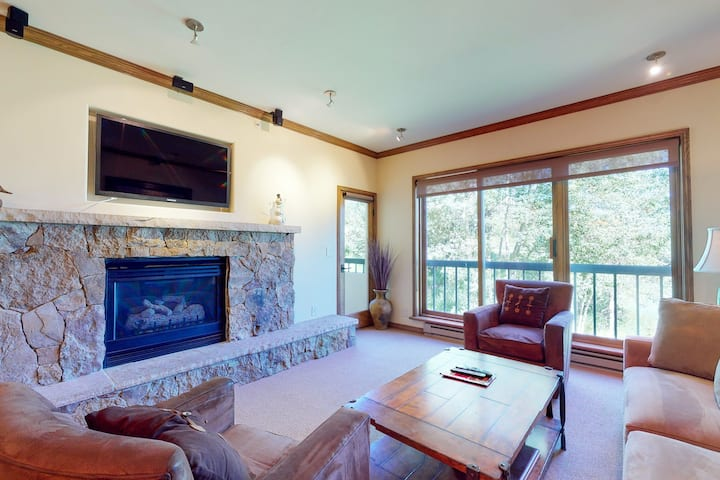 Ski-in/out corner condo w/ ski views, fireplace, W/D, WiFi & shared pool/hot tub