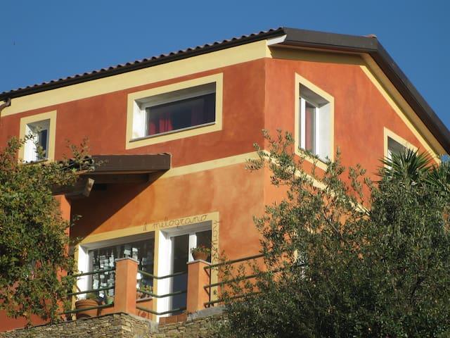 melograno house - Alassio - Huis