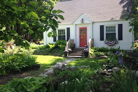 Delightful B&B in-town Door County - Ellison Bay - Bed & Breakfast