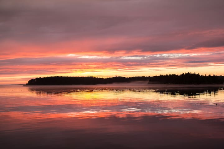 Vinalhaven Waterfront Cabin, Beautiful Sunset View