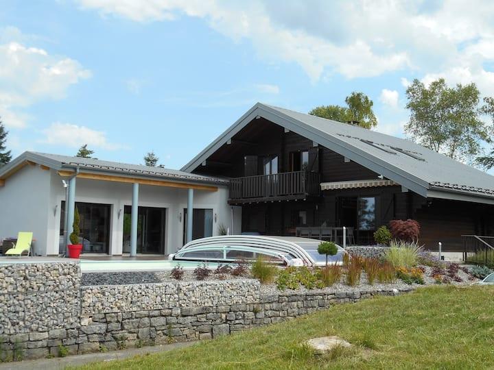 Grande villa au dessus du lac de Vouglans