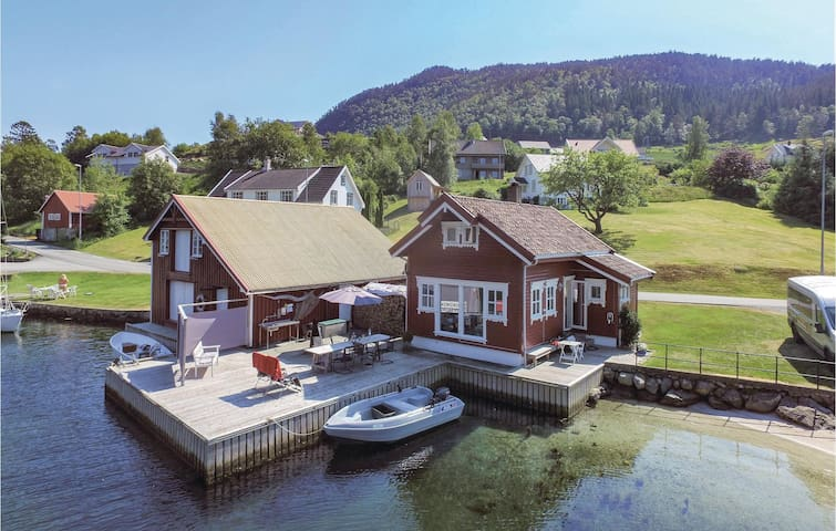 Holiday cottage with 3 bedrooms on 80m² in Erfjord