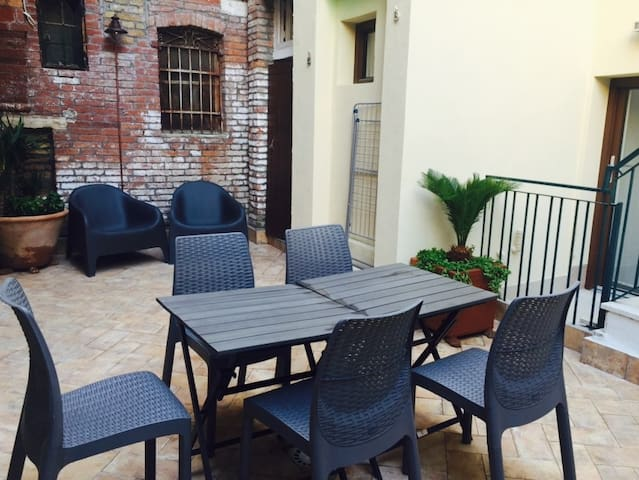Apartment with private patio / central