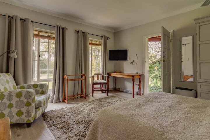 Pin Oaks- Garden Cottage