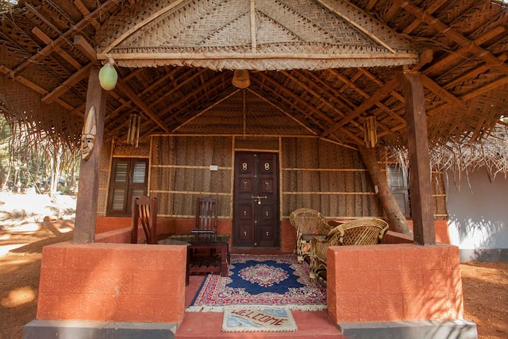 Eco Friendly Family Hut near Patnem