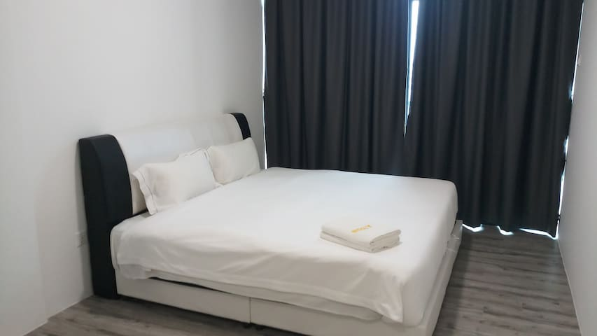 ZEN66@ROXY SERVICED APARTMENT (MASTER ROOM)
