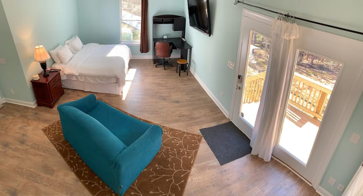 Suite,Private Entry & Nature Trails ($40 cleaning)