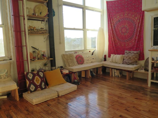 Cozy Nook in Sundrenched Loft, Bushwick