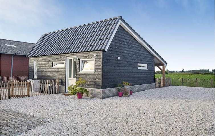 Holiday cottage with 2 bedrooms on 60m² in Sint-Annaland