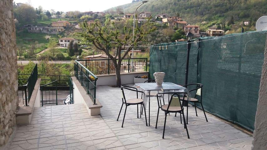 Giardino veranda ,vista dell'ingresso e panorama