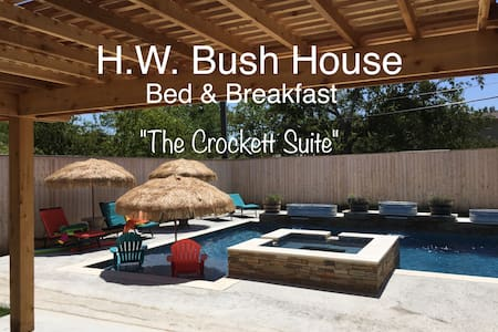 All Suites! Great A&M location!  Pool & Hot Tub! A - College Station - Bed & Breakfast