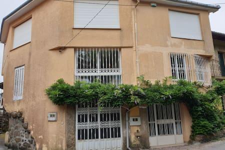 CASA PATARINO.Casa de pueblo en Bentraces, Ourense