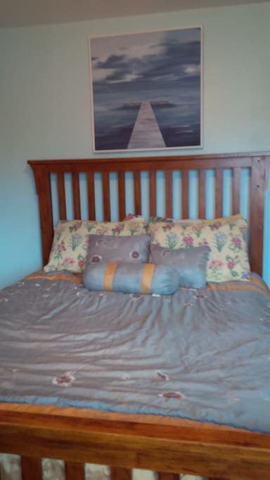Great therapeutic Queen mattress for your slumber in the Oasis after your return from NYC, or the surrounding tristate (CT, NJ,NY)  area (20 minutes by car...)