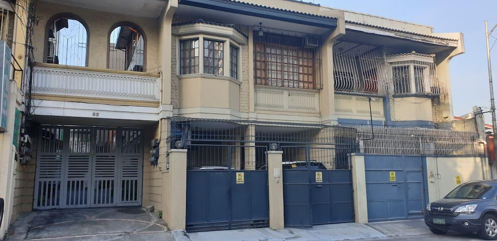 Townhouse room for 1 pax nr MRT Megamall Ortigas.