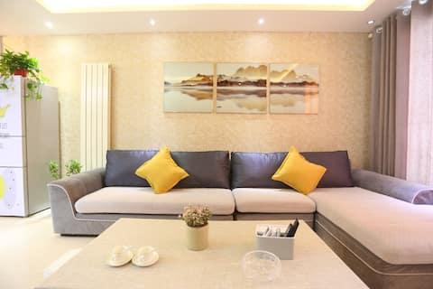 高端高层住宅小区,紧邻汉江河畔,音乐喷泉,园林式的绿化环境。三室两厅两卫一厨。
