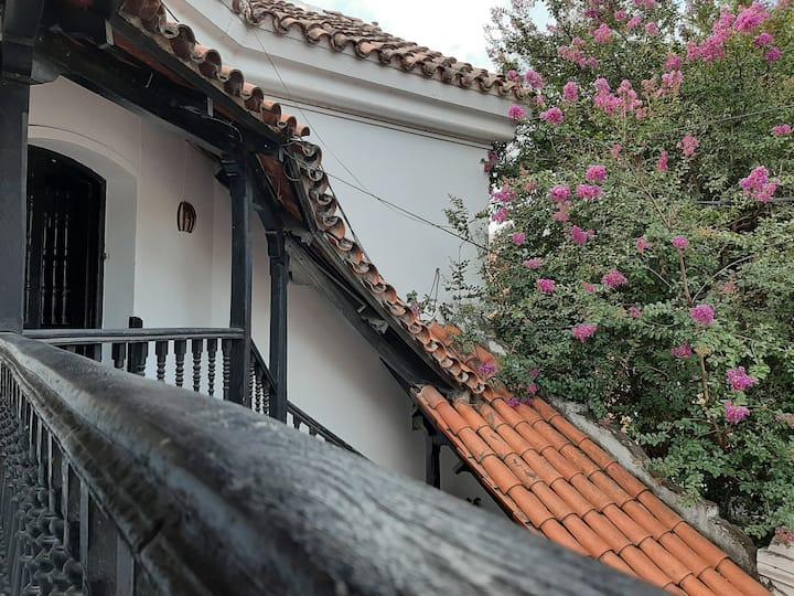 HABITACIÓN INDEPENDIENTE-2 cuadras plaza principal
