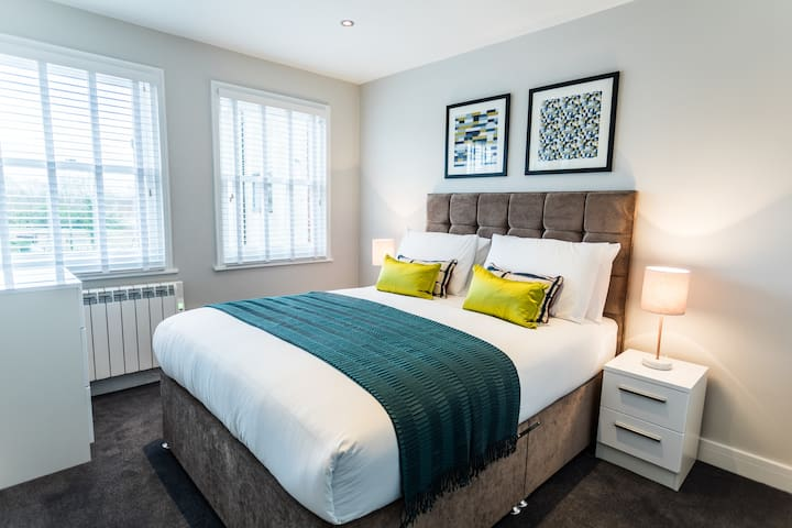 Wessex Suite - Luxury Serviced Flat in Old Town