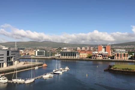 Belfast Waterfront Apartment - Apartment