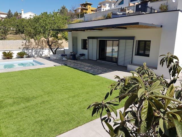 Casa con piscina y jardín - Otura - Hus