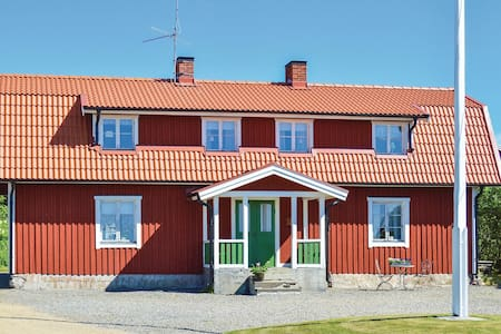 Holiday cottage with 3 bedrooms on 190m² in Sorunda