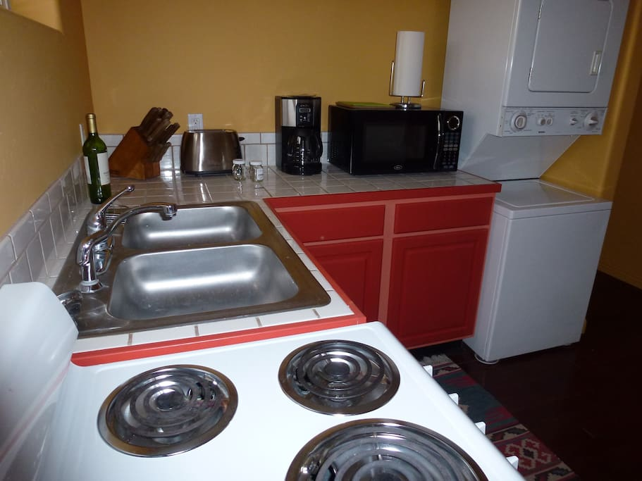 Well equipped Kitchen including washer & dryer
