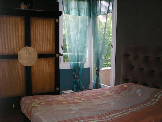 Chambre lit double (BZ) proche Disneyland et Paris - Champs-sur-Marne