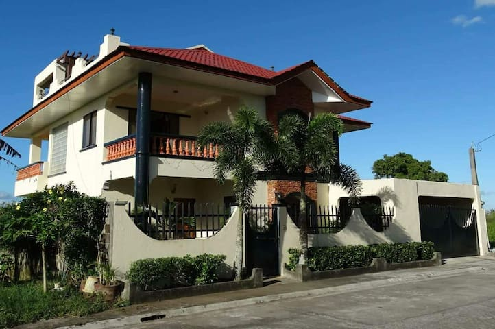 Tagaytay Tropical Vacation House